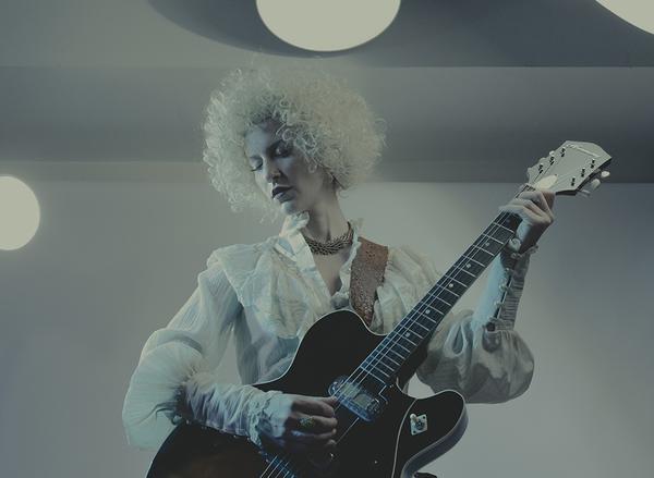 3-_lily_virginia_baroque_guitar_2016_copy_grande